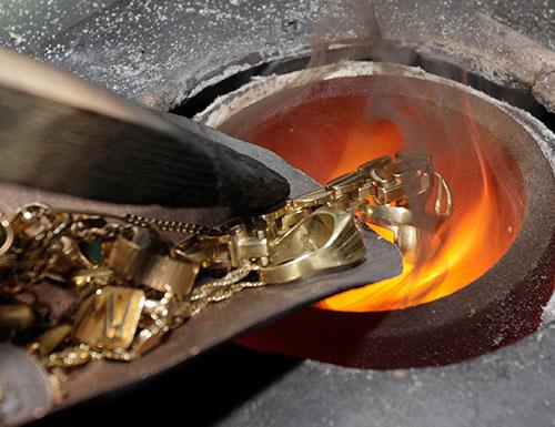 Abbildung von dem Prozess des Edelmetall-Recycling