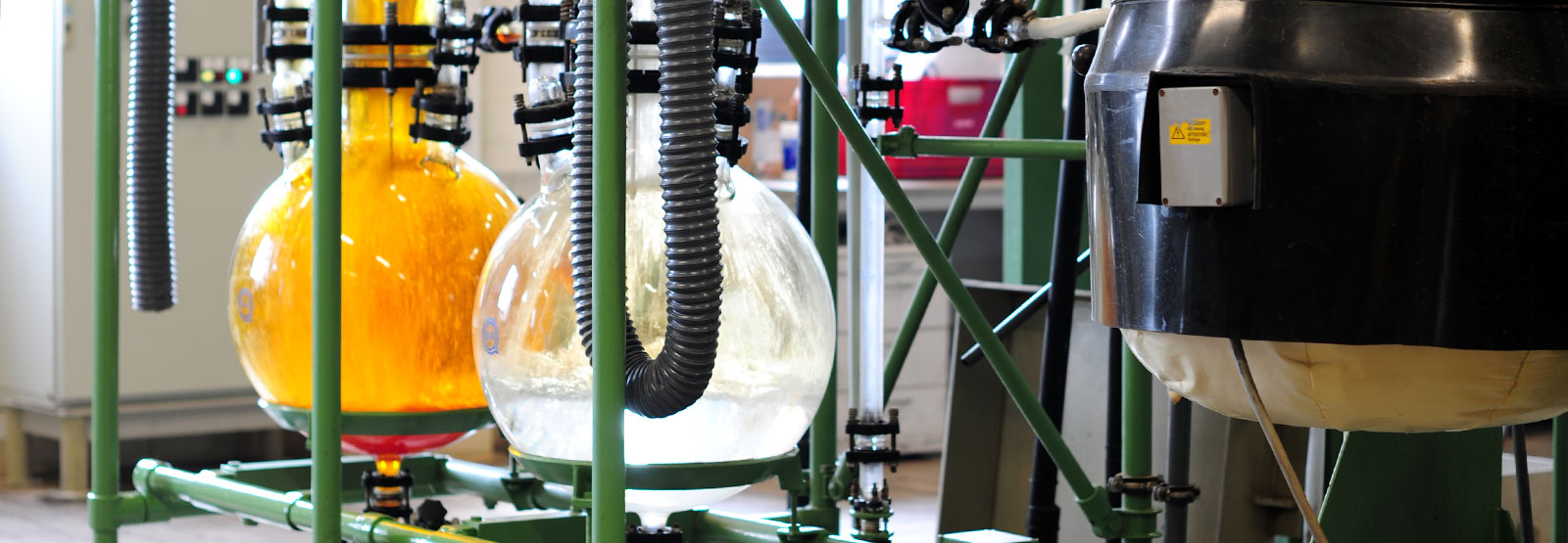 Rundkolben während des Prozesses des Edelmetall-Recyclings